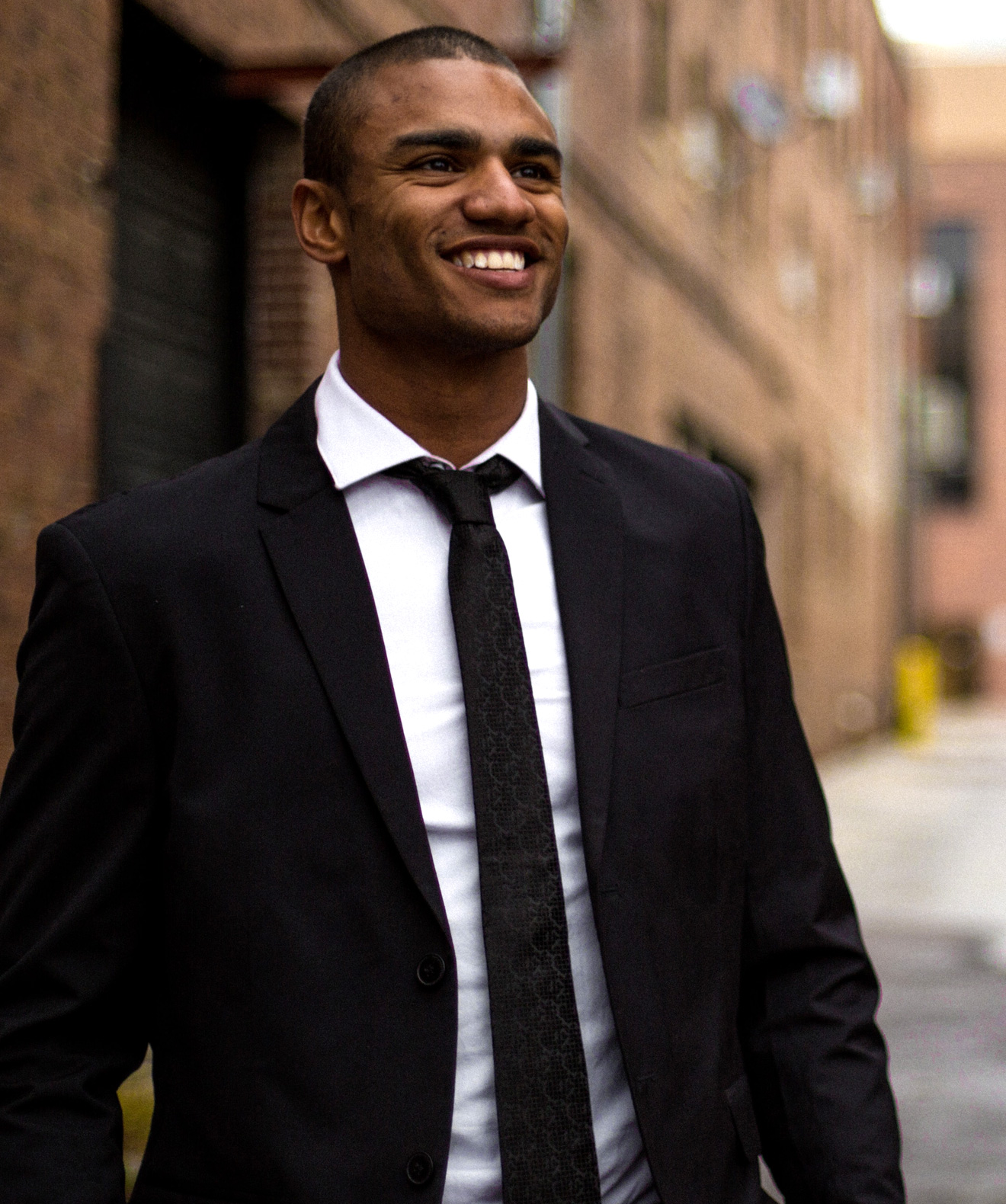 Image d'un jeune homme souriant